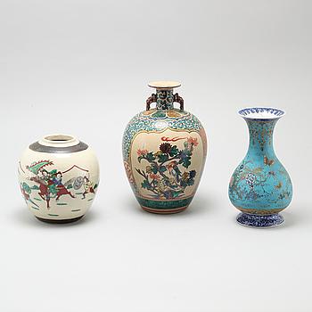 VASER, 3 st, porslin, Japan och Kina, 1900-tal.