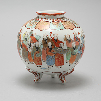A Japanese vase, Meiji, (1868-1912).