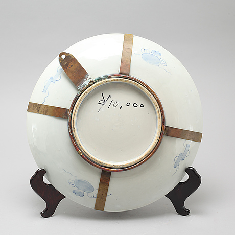 A japanese porcelain dish, circa 1900