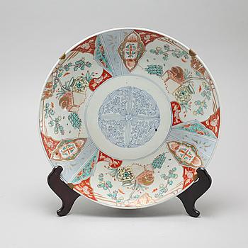 A Japanese porcelain dish, circa 1900.