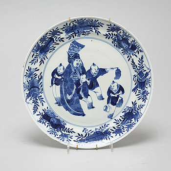 A blue and white dish, late Qing dynasty, second half of the 19th Century.
