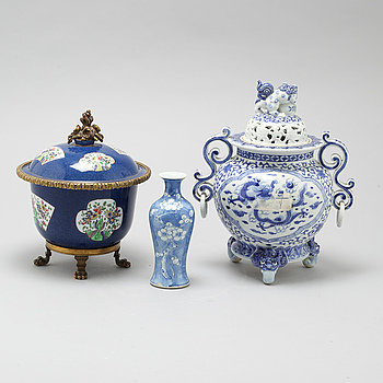 To censers and a vase, Chinese and Japanese, 19/20th Century.