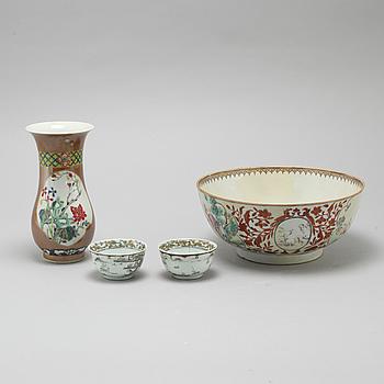 Four pieces of chinese porcelain, Qianlong (1736-1795).