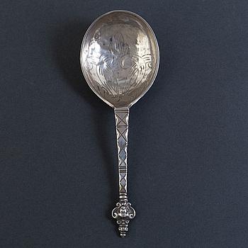 JOHAN SÖDERDAHL, supsked med kerubknopp, silver, Söderköping 1765.