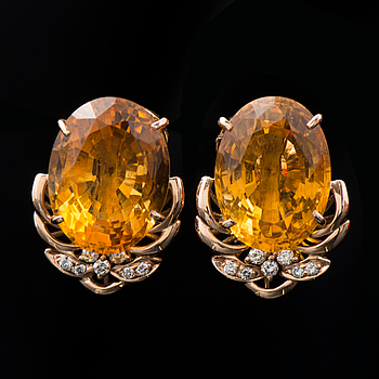 A PAIR OF EARRINGS, facetted citrines, brilliant cut diamonds, 18K gold.