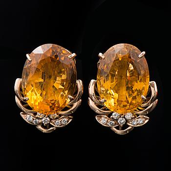 KORVAKORUT, viistehiotut sitriinit, briljanttihiotut timantit, 18K kultaa.