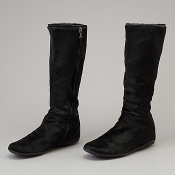 PRADA, A pair of fur boots by Prada, in size 36,5.