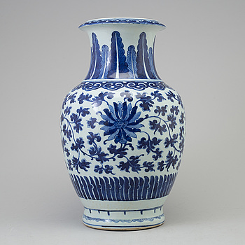 VAS, porslin. Kina, 1900-tal.