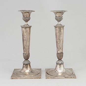 Sick, Stuttgart 1800-tal, LJUSSTAKAR, ett par, silver.