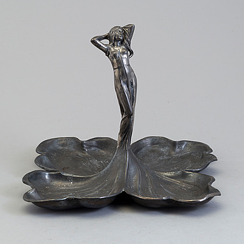 A pewter bowl from the early 20th century.
