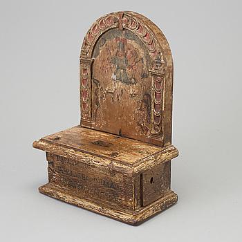 KOLLEKTBÖSSA, målat och skuret trä, troligen 1600-tal.