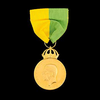 GULDMEDALJ, från Kungliga Patriotiska Sällskapet, 1966. Vikt ca 27 gram.