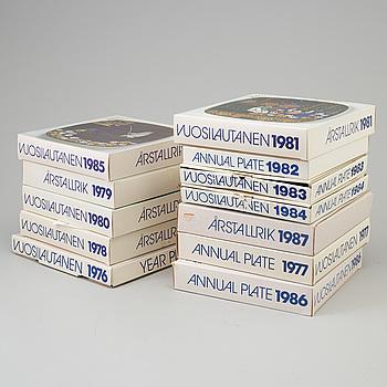 RAIJA UOSIKKINEN, tallrikar, 12 st, Arabia, stengods. 1976-87.