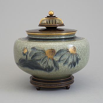 KNUD ANDERSEN, urna med lock, porslin och brons, Royal Copenhagen.