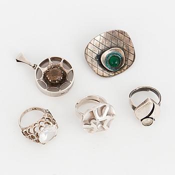 RINGAR, 3 st, HÄNGE samt BROSCH, silver, Sverige och Finland.