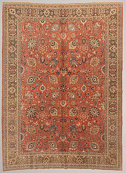 A semi-antique carpet from Tabriz, around 462 x 337 cm.