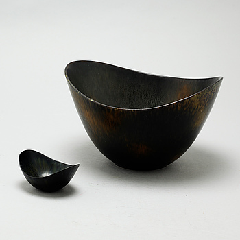 "Two 1950s bowls, models ""ARO"" & ""AXK"", designed by Gunnar Nylund for Rörstrand."