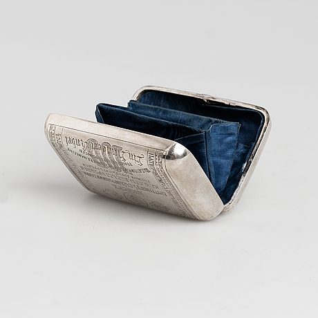 Russian silver coin purse with engraving on the front of a 100 rubel note, c. 1900.