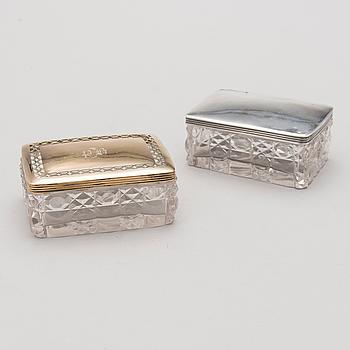 DOSOR, 2 st, glas och silver, kontrollstämplade av Mikhail Mikhailovich Karpinsky, S:t Petersburg 1831 och 1835.