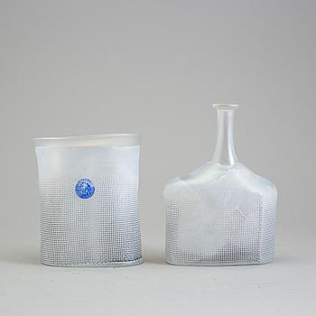 BERTIL VALLIEN, flaska och skål, glas, Artist Collection, Kosta Boda, skål signerad, 1900-talets fjärde kvartal.