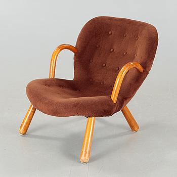 """PHILIP ARCTANDER, tillskriven, fåtölj, """"Muslinge"""" / Clam chair"""", omkring 1900-talets mitt."""