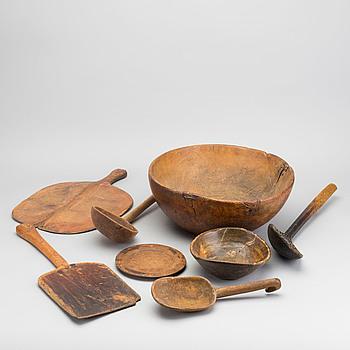 PARTI TRÄFÖREMÅL, 8 delar, trä, allmoge, 1800/1900-tal.