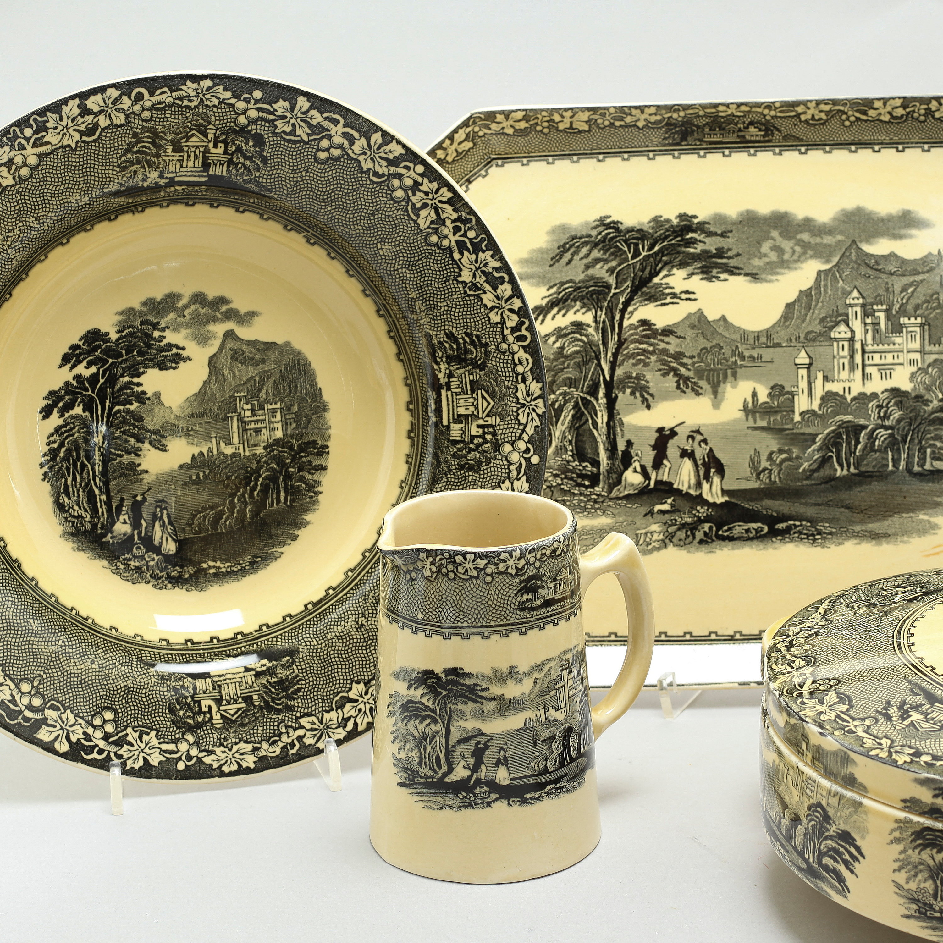 43 items of table ware in earthenware, model Jenny Lind