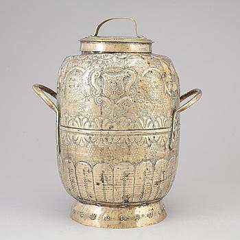URNA MED LOCK, mässing, 1700-tal.