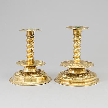 LJUSSTAKAR, två stycken, mässing, Barock, 17/1800-tal.