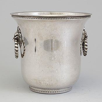 A silverplated champagnecooler, 20th century.